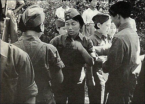 조선의용대에 새로 편입된 여군(1939년) 조선의용대에 새로 편입된 여군(1939년)